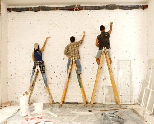 Чем замаскировать кривые стены?